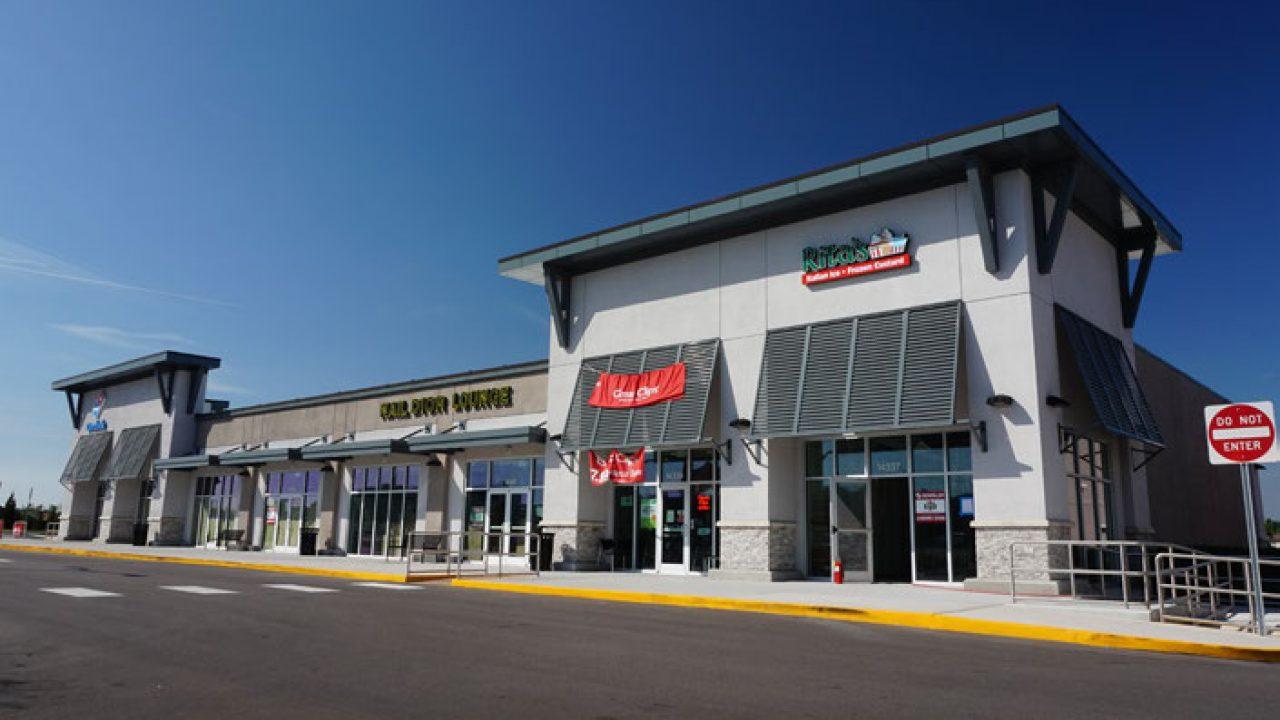 Belmont Shopping Center - CBRE OM Feb 2021_Reduced (001)